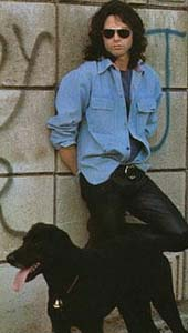 Jim Morrison mit Hund (Pictorial Press Ltd.)